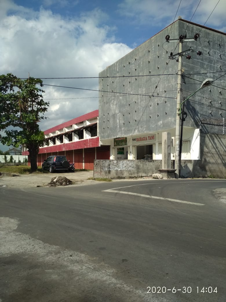 tanah lokasi pinggir jalan Lok. pasar bertais 4.2 Are Pusat Gudang